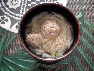 アジア風細卵麺スープ