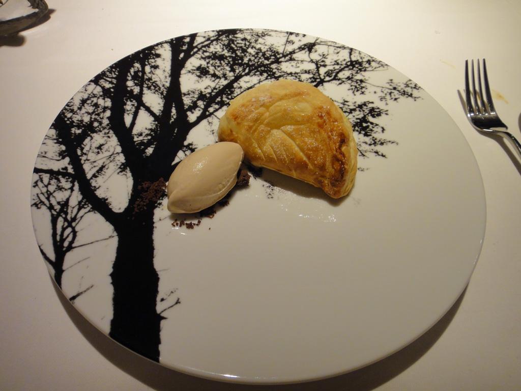 熱々のレモンパイと紅茶のアイスクリーム